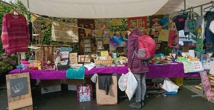 Anne Lohuis maakte deze foto een aantal jaar geleden op een rommelmarkt in Olst. Dat moet in Middel toch ook kunnen, tijdens Koningsdag?