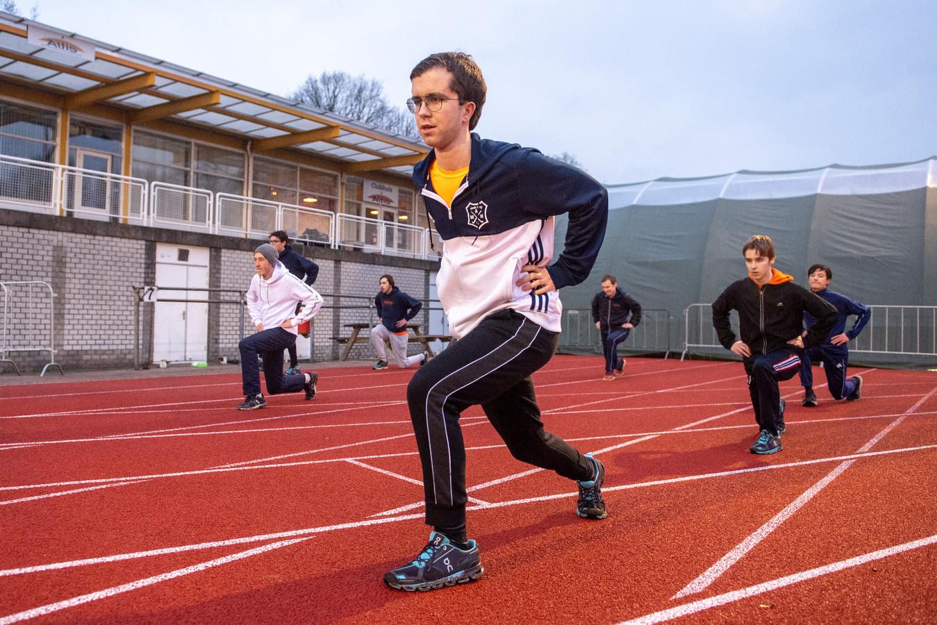 """Jannick Meijer warmt zijn spieren op: ,,Ik vind speerwerpen één van de leukste onderdelen."""""""