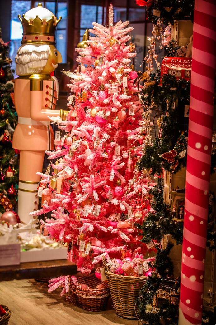 House of Christmas in de Wollestraat: de kleur roze is er nooit veraf.