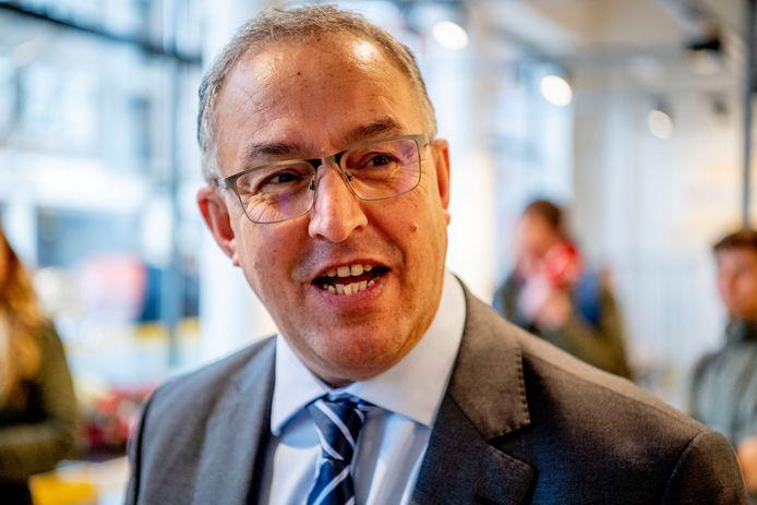 De oppositiepartijen willen Rotterdammers inspraak geven bij een mogelijke herbenoeming van burgemeester.