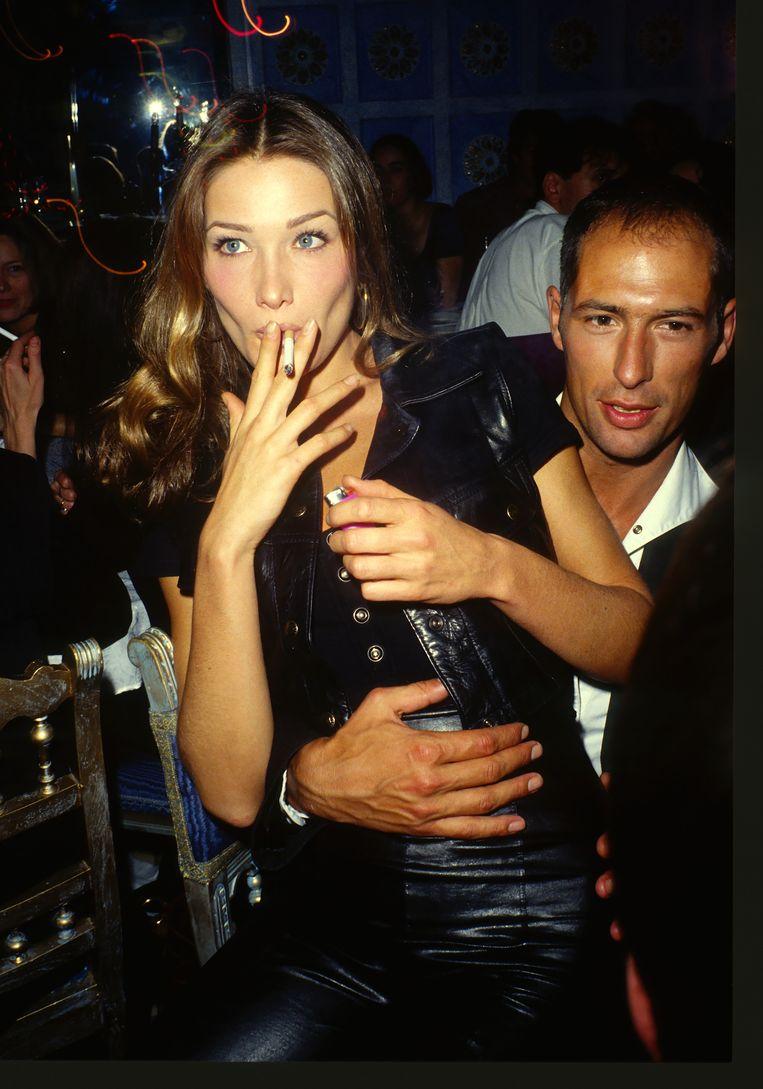 De jaren 90: feestend tijdens Paris Fashion Week.   Beeld WireImage