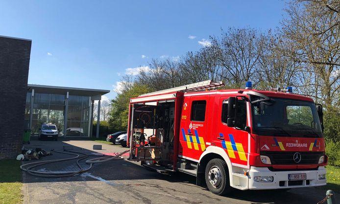 De brandweer kwam ter plaatse om metingen te doen in het stedelijk zwembad van Ieper.
