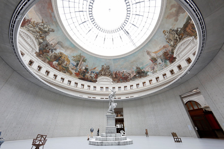De centrale ruimte in de ingrijpend verbouwde Bourse de Commerce in Parijs, die sinds 19 mei onderdak biedt aan de Collection Pinault.  Beeld Getty Images