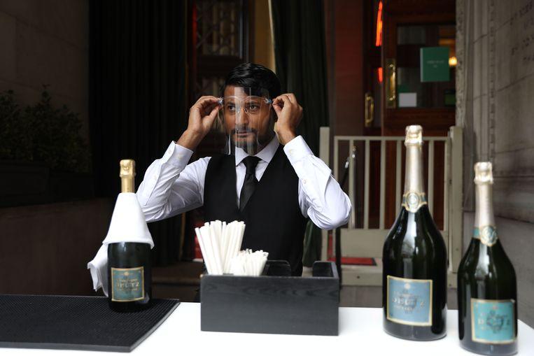 Voor feesten is tien gasten het maximum. 'Daarmee blijf je niet overeind.' Beeld AFP