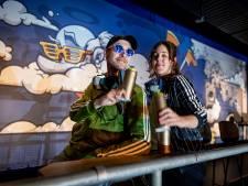 Ogen uitkijken in vlammend graffitidecor van poppodium Metropool in Hengelo