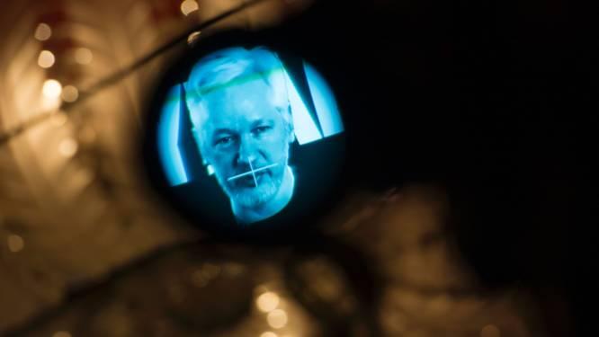 Internetverbinding Julian Assange afgesloten na lekken e-mails Clinton