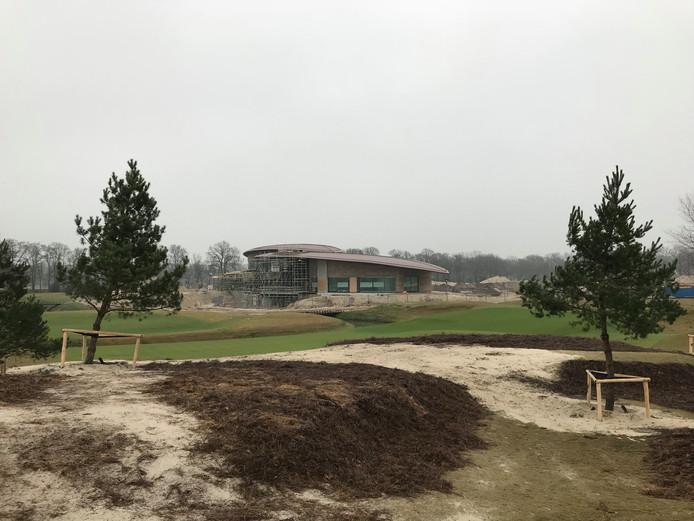 Het clubhuis van de golfbaan en restaurant Noble Kitchen, van sterrenchef Edwin Kats, openen in het voorjaar.