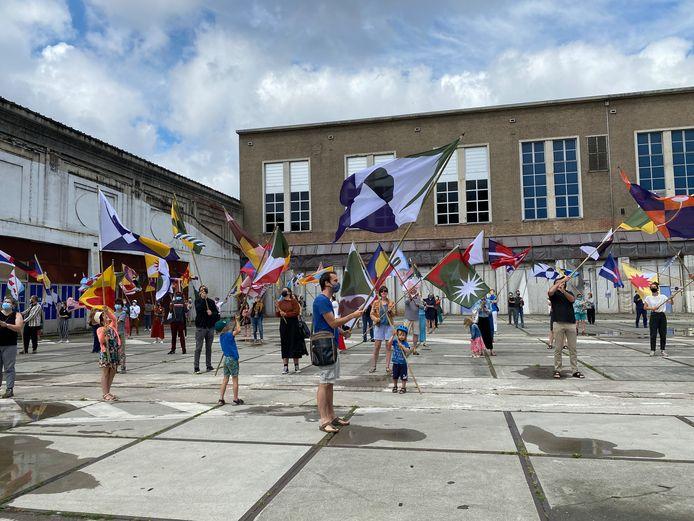 Ook voor de Floraliënhal werd er met de vlaggen gezwaaid.