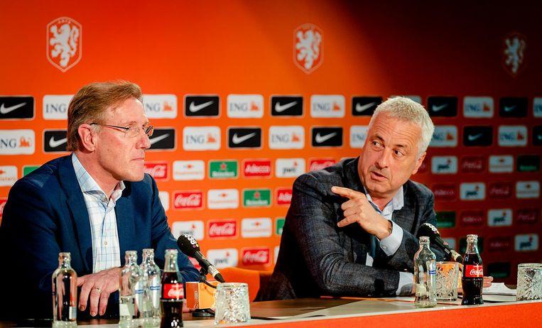 Directeur betaald voetbal Jean Paul Decossaux en technisch directeur Hans van Breukelen geven een toelichting op de benoeming van Dick Advocaat als bondscoach en Ruud Gullit als assistent-bondscoach van het Nederlands elftal. Beeld null