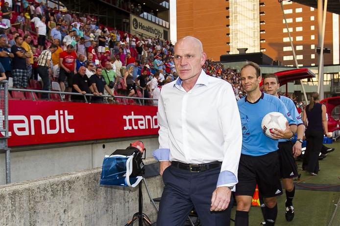 FC Utrecht-coach Jan Wouters baalt na de uitschakeling door FC Differdange.