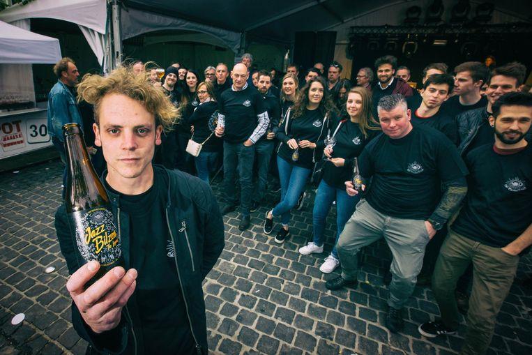 Arno Vansichem met het Jazz Bilzen Beer.