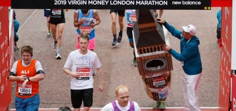 Big Ben komt met moeite over de finish bij marathon van Londen