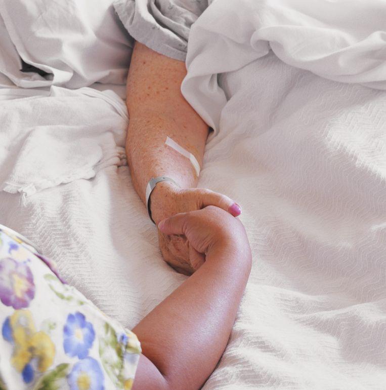 Veruit de meeste mensen geven de voorkeur aan thuis sterven als ze die mogelijkheid hebben, een hospice is vaak de tweede keus. Beeld Getty Images