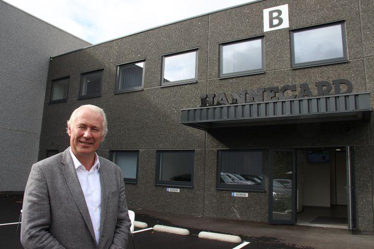 Bedrijfsleider Jo-Rik De Rudder bij de nieuwe gebouwen in Klein Frankrijk.