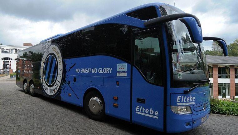De 28 nieuwe Europees commissarissen reden afgelopen december met de spelersbus van Club Brugge naar het Europese Hof van Justitie in Luxemburg om daar de eed af te leggen. Beeld HH