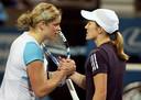 Justine Henin (r) en haar land- en generatiegenote Kim Clijsters, die werkt aan een rentree.