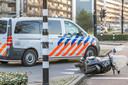 Scooterrijder zwaargewond na val in Tilburg.