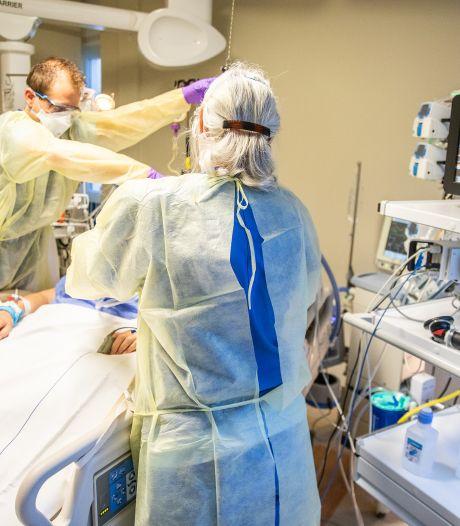Verpleegkundigen en artsen in het Beatrixziekenhuis krijgen het weer drukker met coronazorg