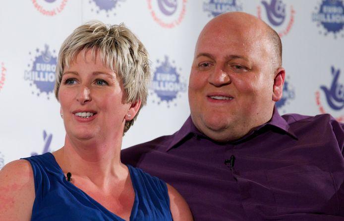De persconferentie na de lottowinst in 2012. Een jaar later gingen Gillian (links) en Adrian uit elkaar.