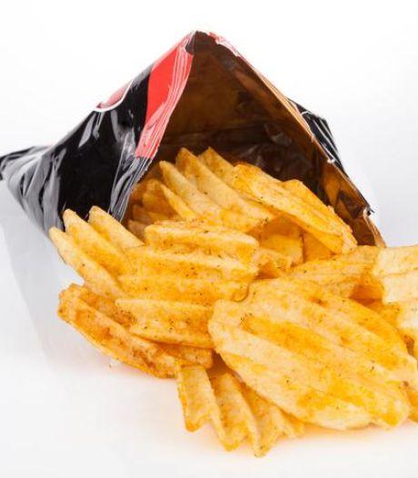 Ne jetez plus vos emballages de chips: assemblés, ils protégeront du froid les plus démunis