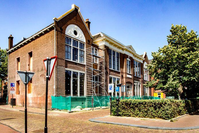 De bouw van de voormalige Houtmarktschool is bijna ten einde. Volgende week worden de eerste twee appartementen opgeleverd.