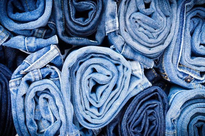 Op alle vestigingen van het Da Vinci College komen bakken te staan waar studenten en personeel hun versleten jeans in kunnen deponeren.