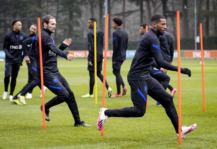 Daley Blind en Georginio Wijnaldum op de training van het Nederlands elftal. Beeld ANP