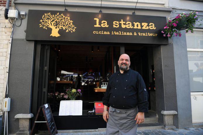 Massimiliano Tocci aan zijn nieuwe zaak in de Mechelsestraat in Leuven. Vroeger was La Stanza een culinaire hotspot in de Wandelingenstraat, eveneens in Leuven.