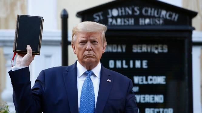 Trump laat vredevol protest ontruimen om aan kerk te kunnen poseren: bisschop reageert woedend, politie trekt agenten terug uit protest