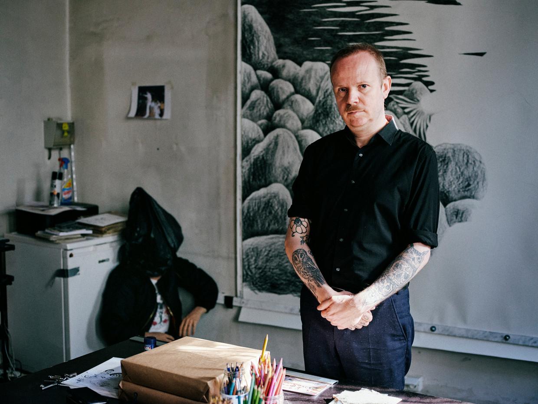 Dennis Tyfus: 'Wij zijn op ons creatiefst als we anderen kunnen 'straffen'. we doen niets liever, en niets béter, dan elkaar een kloot afdraaien.'  Beeld Joris Casaer