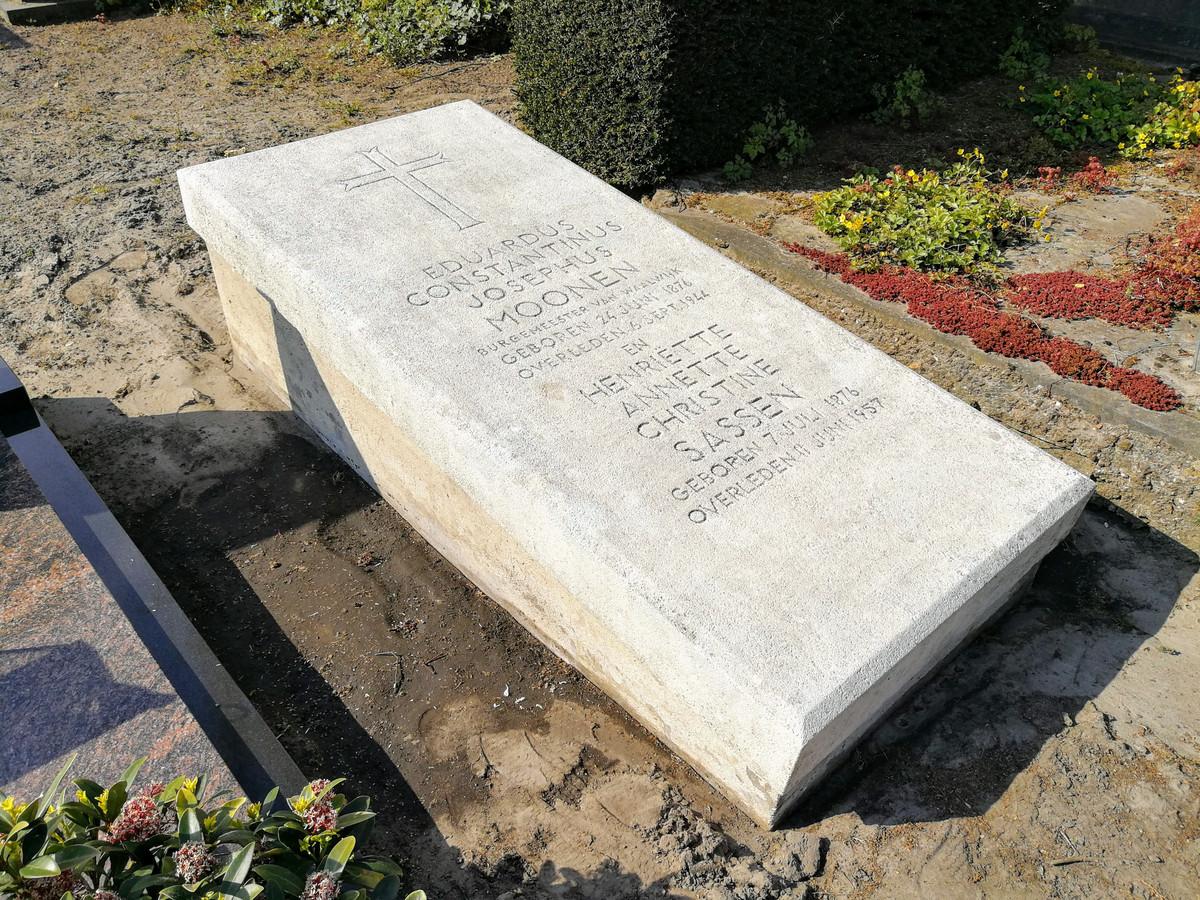 Het graf van oud-burgemeester Moonen in Waalwijk is opgeknapt.