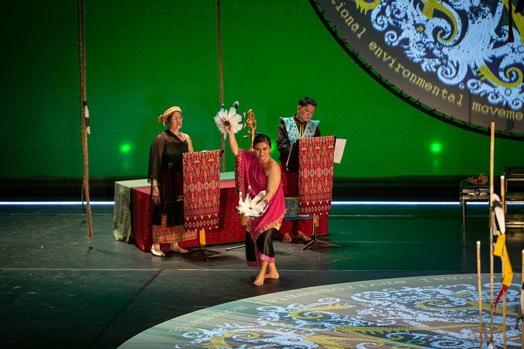 Ine Aya', met in het midden sopraan Bernadeta Astari. Beeld Nichon Glerum