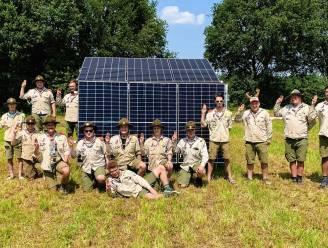 """Scouts Sint-Aloysius op kamp met zonnepanelen: """"Voor de frigo's en verlichting"""""""