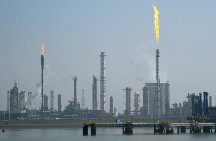 Niet de RUD Zeeland maar milieudienst DCMR houdt voortaan toezicht op grote, risicovolle bedrijven als Dow Chemical in Terneuzen