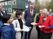 Staatssecretaris Broekers-Knol neemt haar eigen zorgen mee naar de asielzoekers in Oisterwijk