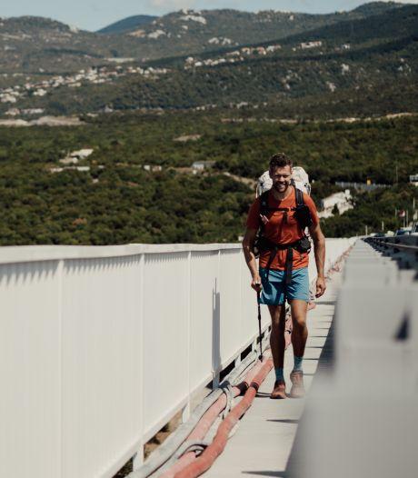 Wereldwandelaar Tom heeft alweer 2000 kilometer achter de rug: 'Nu op naar Kroatië, het negende land'