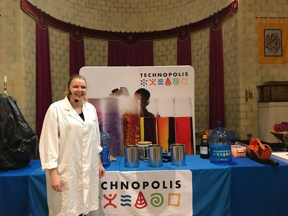 """""""Door Technopolis naar hier te brengen geven we alle scholen de kans om zonder veel moeite of onkosten van een wetenschapsshow met het kwaliteitslabel van Technopolis te genieten en te proeven van wetenschap"""""""