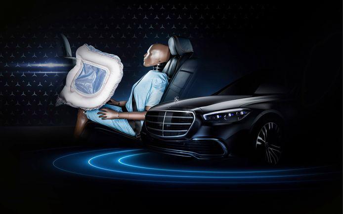 Een tekening van de achterbankairbag in de nieuwe Mercedes-Benz S-klasse. Tevens verklapt deze tekening hoe de neus van de nieuwe limo er uit komt te zien.