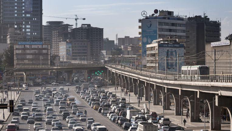 Het Meskelplein in Addis Abeba is het symbool van de vooruitgang in Ethiopië, met de nieuwe sneltram. Beeld Petterik Wiggers/HH