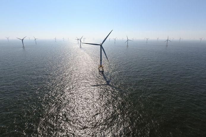 Le plus grand parc éolien offshore belge à ce jour se déploie à 23 km des ports d'Ostende et Zeebrugge, dans une zone d'intense trafic de tankers et porte-conteneurs géants. Achevé cet été après deux ans, il aligne 44 éoliennes hautes de près de 200 mètres, de quoi alimenter 400.000 ménages en électricité.