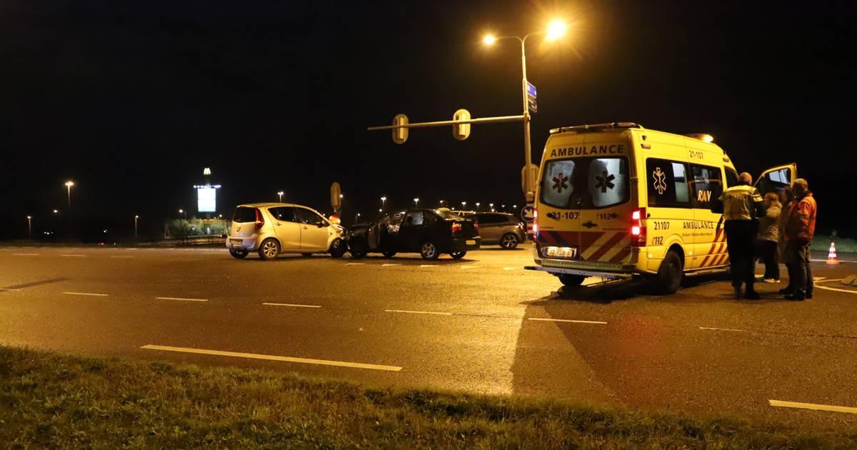 Persoon gewond door botsing tussen twee autos in Enspijk.