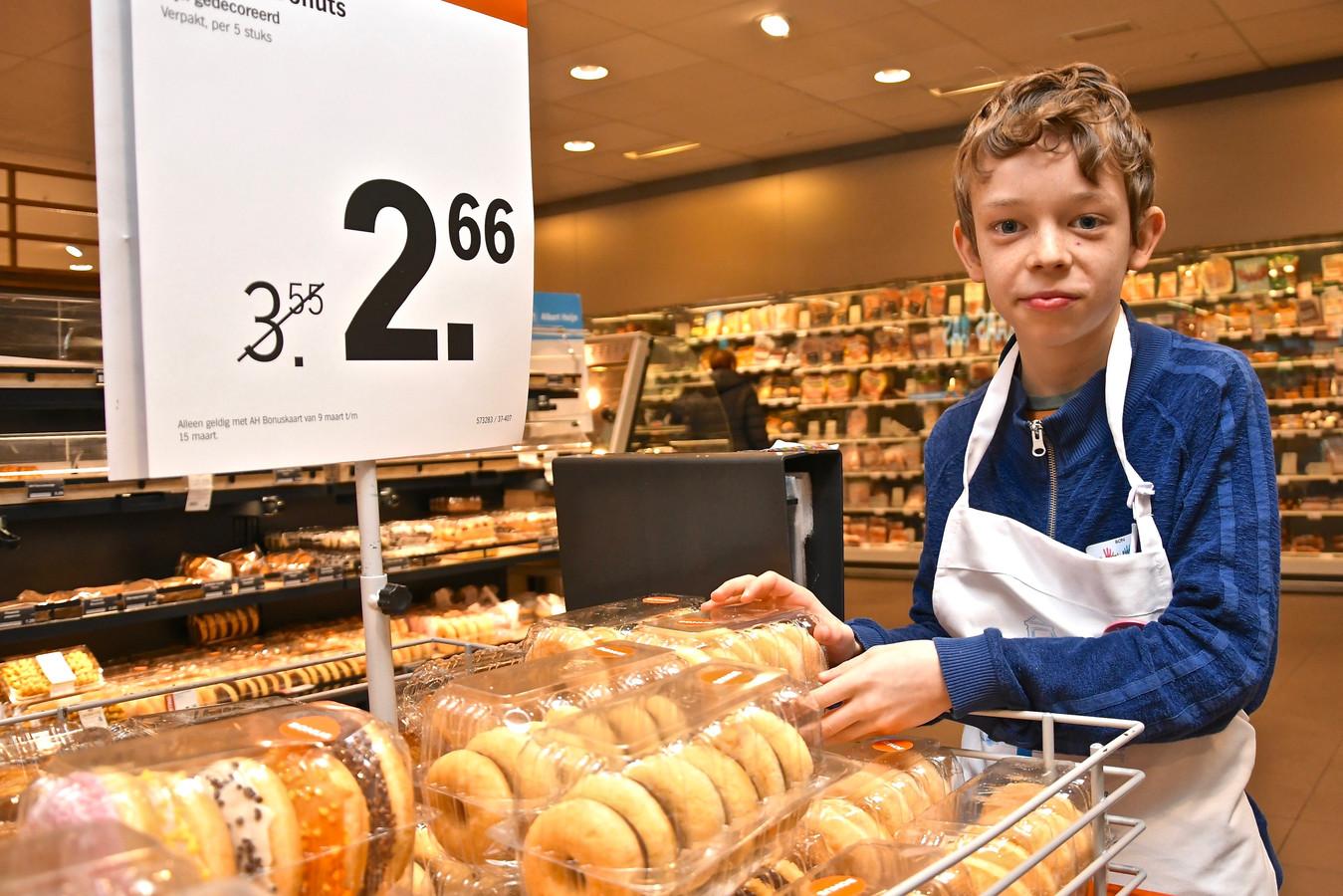 Ron Vanthuyne hielp in de bakkerij.