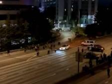Une voiture heurte violemment des manifestants à Seattle
