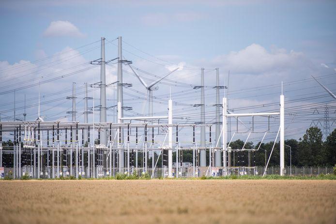 Het nieuwe 380kV hoogspanningsstation bij Rilland is met 6 hectare al groot, maar het station van TenneT dat in of nabij de Halsterse Auvergnepolder moet komen krijgt zelfs een dubbele omvang: 12 voetbalvelden oppervlakte.