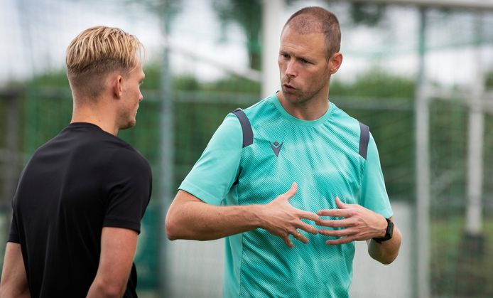 WNC-trainer Cor Prein (rechts) gaat met zijn ploeg op bezoek bij Tricht.