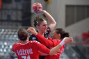 Laura van der Heijden op het WK in actie tegen Servië.