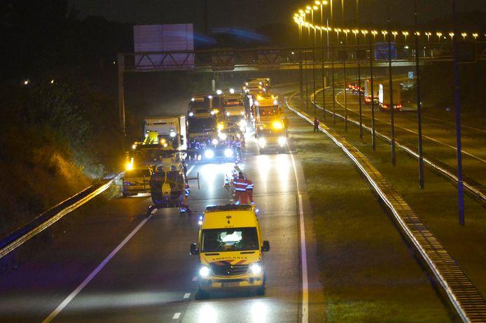 Een auto en een vrachtwagen kwamen in botsing op de A58.
