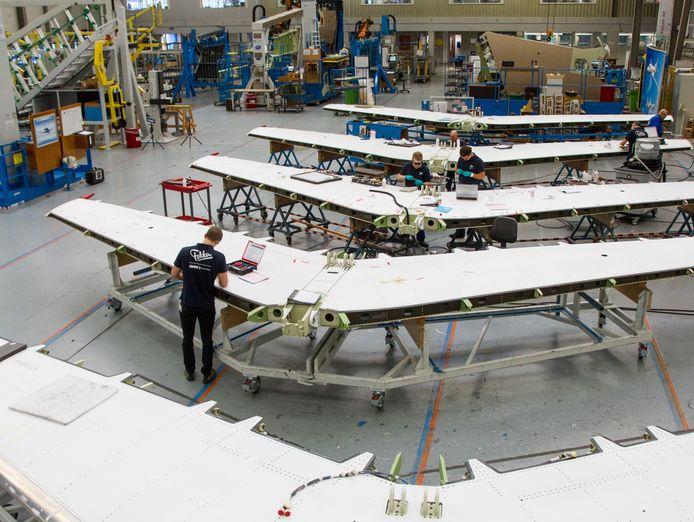 Bij Fokker in Papendrecht wordt gewerkt aan vliegtuigen. De extra coronasteun van het kabinet komt onder meer de maakindustrie ten goede.