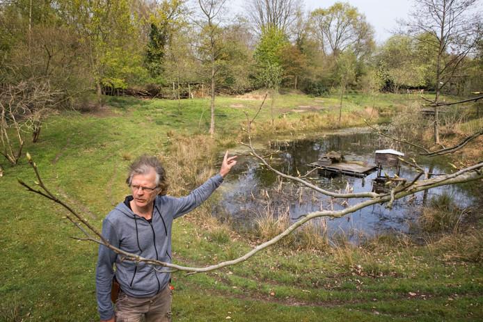 DS-2019 17-04-2019 Gerhard Keestra: Harderwijk - Gerhard Keestra , in zijn natuurtuin in het buitengebied van Hierden.© Ruben Schipper Fotografie