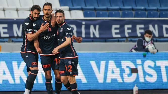 Football Talk. Nacer Chadli scoort met fraaie lob - Pocognoli stopt met voetballen - Cayman verlengt contract bij Lyon